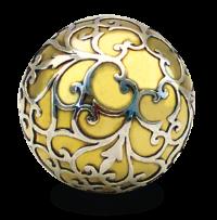 Goldene Klangkugel mit silbernen Applikationen
